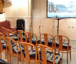 1inför ett seminarium på Briggen