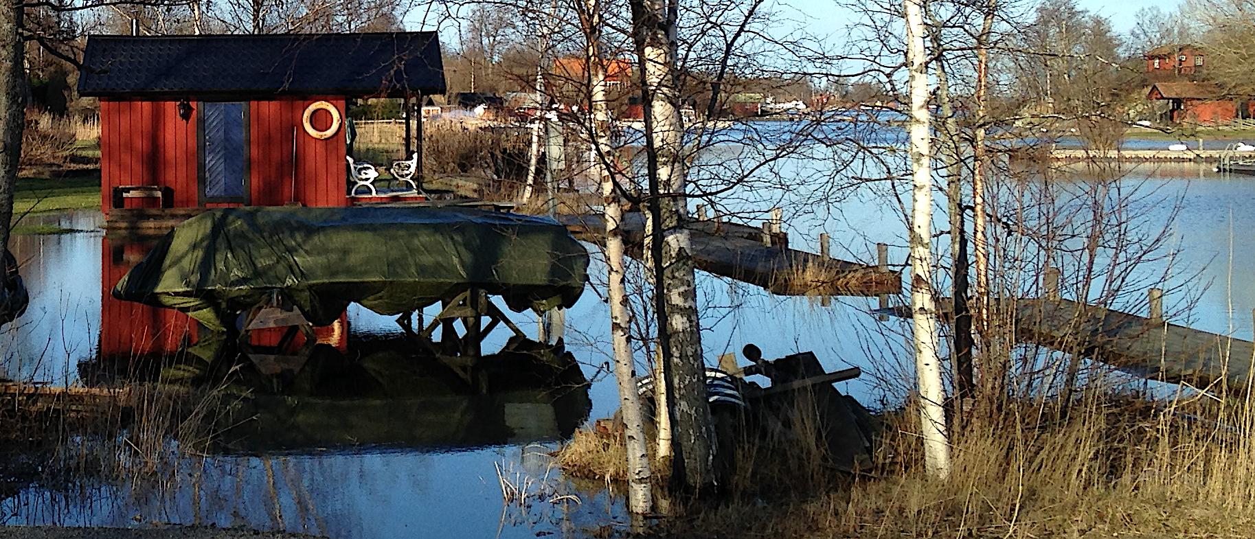 7 upplagd båt vid högvatten