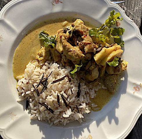 Curry gryta med kyckling o ris.